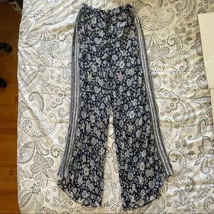 American Eagle Outfitters Blue Floral Pants Size M